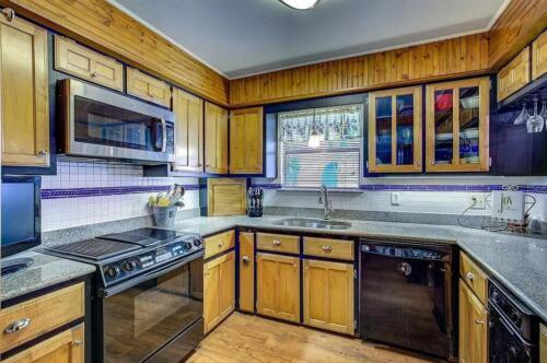 18-3907-mediterranean-st-kitchen-1