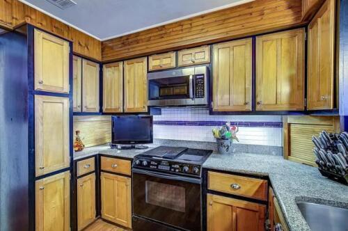 19-3907-mediterranean-st-kitchen-2