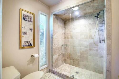 25-3907-mediterranean-st-master-bath-2