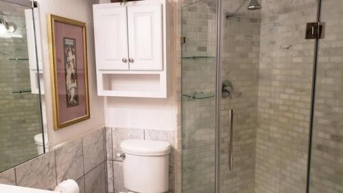 29-3907-mediterranean-st-master-bathroom-2