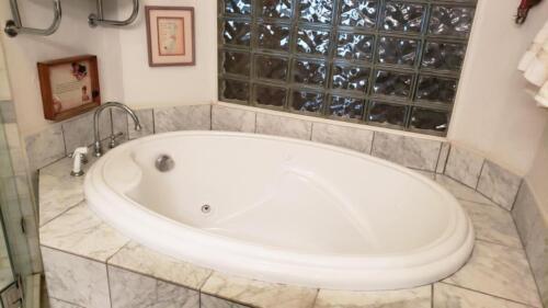 30-3907-mediterranean-st-master-bathroom-3