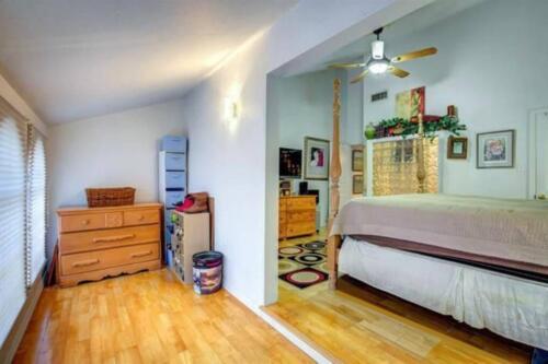 34-3907-mediterranean-st-master-bedroom-3