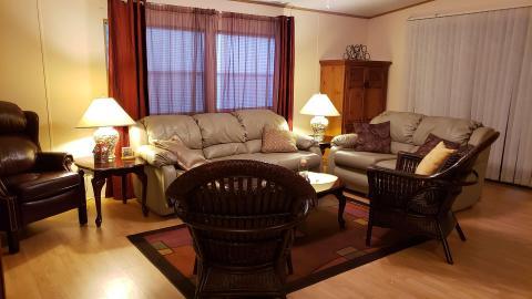 02-503-living-room-3