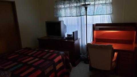 18-503-guest-bedroom-2